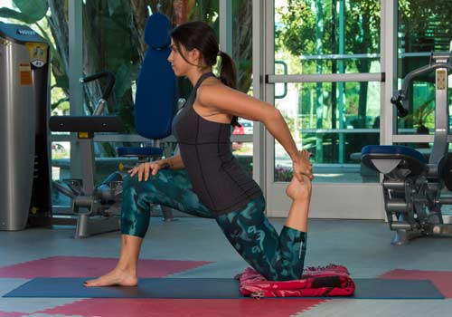 Low lunge with quadriceps stretch