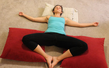 5 bedtime yoga poses to relax and destress