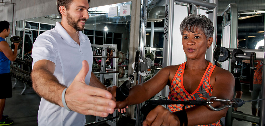 Do Personal Trainers Need a 6-pack to Be Successful?